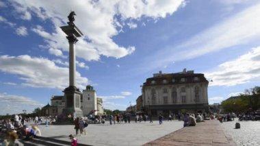 Il re polacco waza monumento sulla città vecchia varsavia — Video Stock