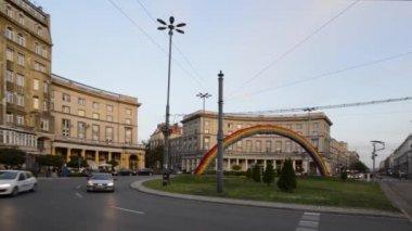放置 zbawiciela 与彩虹装饰,华沙,波兰 — 图库视频影像
