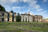 Dark ruins of old baroque palace in Gladysze, Poland — Stock Photo