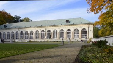 Panoramic view of old orangery in Lazienki park, Warsaw, Poland — Stock Video
