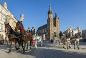 Horse drawn carriage on Old Town square in Krakow, Poland. — Stockfoto