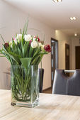 Fresh tulips flowers on the dinning table — Stock Photo