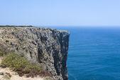 Rocky cliff of the Algarve coastline in Sagres, Portugal — Stock Photo