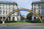 An artistic construction of rainbow on Savior Square in Warsaw — Stock Photo