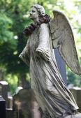 Angel statue on Zentralfriedhof — Stock Photo
