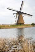 Holandský větrný mlýn — Stock fotografie