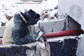 Welder works at a construction site in the winter — Stock Photo