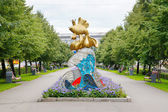 Decorative sculpture with Gold Fish in Kemerovo city — Zdjęcie stockowe