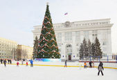 KEMEROVO, RUSSIA, JANUARY 20, 2013. New Year tree on the central square in Kemerovo city — Stock fotografie