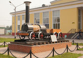 Copy of an old steam locomotive in the town of Belovo, Kemerovskaya region, Siberia, Russia — Foto de Stock