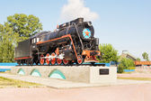 Monument locomotive to railroad workers  in the town of Topki, Kemerovskaya region, Siberia, Russia — Stockfoto