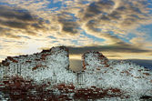 Old ruined brick wall against cloudy gloomy sky — Stock Photo