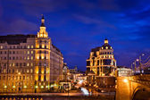 卡尔 (balchug) 在莫斯科的凯宾斯基饭店的夜景 — 图库照片