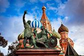 памятник минину и пожарскому в москве — Стоковое фото