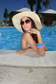 Girls in the swimming pool with sunglasses — Stockfoto