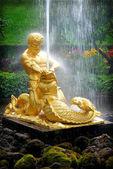 PETERHOF, RUSSIA Samson - the central fountain — Stock Photo