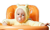 The child sits in a baby chair waiting to be fed — Foto Stock