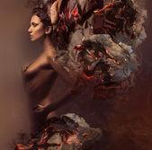 Sexy mujer bonita en quemar papel — Foto de Stock