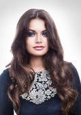 Zmysłowa brunetka kobieta z długimi włosami — Zdjęcie stockowe