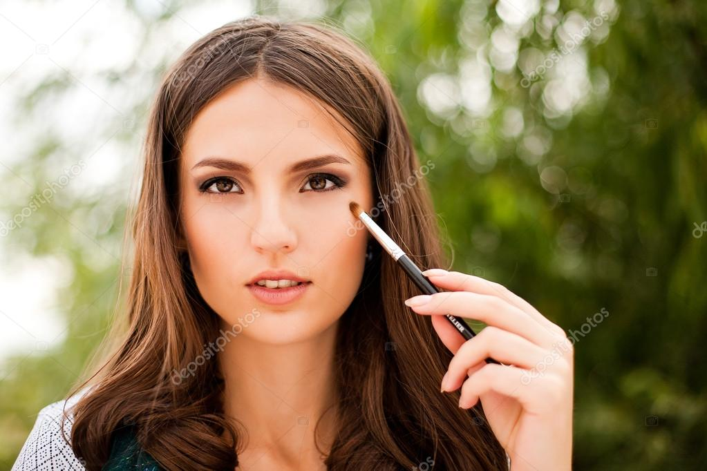 Portrait of beautiful  brunette girl making up — Stock Photo #14057099