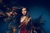 Mulher bonita com cabelo longo peixe — Fotografia Stock