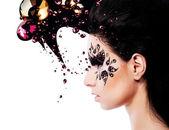 Arte de mulher e rosto com um monte de strass — Foto Stock