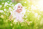 Child in field — Stock Photo