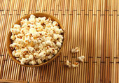 Popcorn in bowl over mat background — Stock Photo