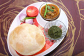 Chole bhature with green chutney and chili topping — Stock Photo