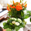 A photo of a Bouquet of beautiful flowers in a vase indoor — Foto de Stock