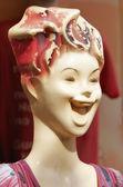 Una foto de un maniquí femenino antiguo, colorido — Foto de Stock