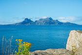 Una foto di un fiordo a nord del circolo polare in norvegia — Foto Stock