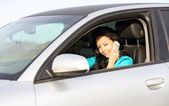 車の中できれいな女の子 — ストック写真