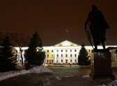 Night view of the government building — Foto Stock