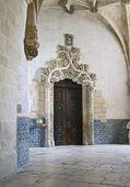 Door in manueline style, Alcobaca — Stock Photo