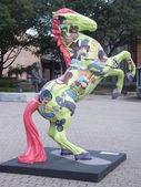 """公共の場所夏展覧会は、""""""""スタンフォード、コネチカット州スタムフォード ダウンタウンの周り horsin' アート — ストック写真"""