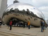 Cloud gate sculptuur in millennium park in chicago — Stockfoto