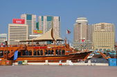 Boats, abras, dhows at Dubai Creek in the UAE — Stock Photo