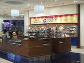 Shops at Dubai Duty Free at the International Airport — Foto Stock