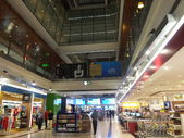 Shops at Dubai Duty Free at the International Airport — Stock Photo