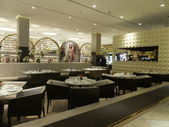 Vogue Cafe at Dubai Mall in the UAE — Stock Photo