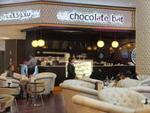 Alison Nelson Chocolate Bar at Dubai Mall in the UAE — Stock Photo