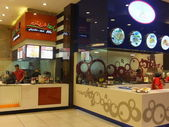Food Court at Mall of the Emirates in Dubai, UAE — Zdjęcie stockowe