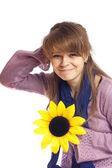 Mladá žena s květinou — Stock fotografie