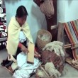 Ecuadorian Woman carding wool — Stock Video