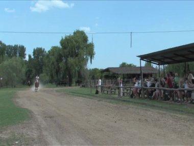 アルゼンチン gauchos 技能コンテストを置く — ストックビデオ