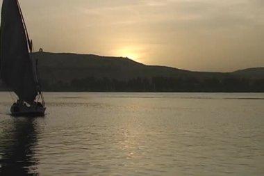 Sledování felúkou plavba po nilu — Stock video