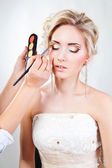 Applying wedding makeup — Stock Photo