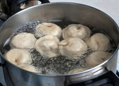 Pelmeni in boiling water — Stock Photo