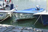 Boat moored at the shore — Stock Photo
